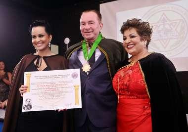 Dr. Isaac Bezerra de Menezes Neto sendo homenageado em fotos de Valterio Pacheco