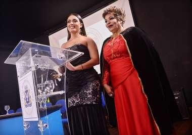 A apresentador do evento Michele Gramacho e Maria Braga a organizadora em fotos de Valterio Pacheci