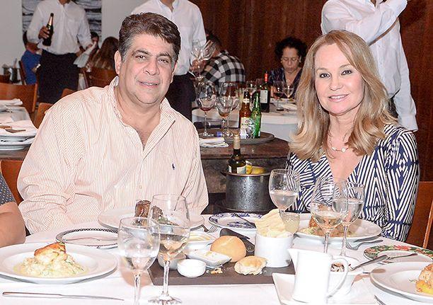 As feras da socialite jantando no Amado, Soho, Lafayette e Das no último sábado dia 7 de julho. Clique pra ver