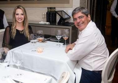 Mariane e Carlos Falcão jantando no Chez Bernanrd em fotos de Valterio Pacheco