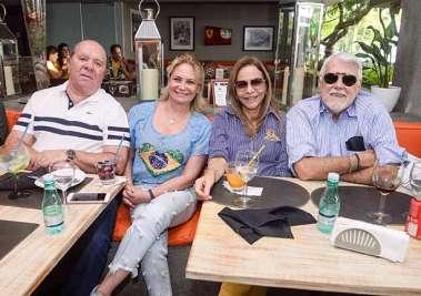 Almiro Calmon, Tereza Cajazeira, Cristina e Wilson Santos no Das em dia de Brasil X Sérvia em fotos de Valteiro
