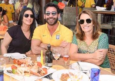 Karie Queiroz, Marlon Gama e Conceição Queiroz no Lafayete em dia de  Brasil 2 Sérvia 0 em fotos de Valteiro