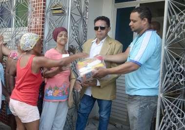 Valterio Pacheco fazendo doações de cestas básicas no décimo sétimo Natal Sem Fome da Casa da Criança Carente 2019