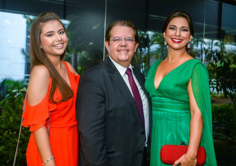 Desembargador Jutahy Júnior tomou posse no cargo de Presidente do TRE hoje, substituído o Desembargador José Rotondano.Ver mais...