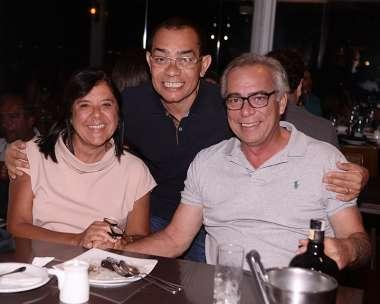 Bartô recebendo Laura Correia Ribeiro e Alfredo Garcez para jantar no Soho dia 05/01/2018