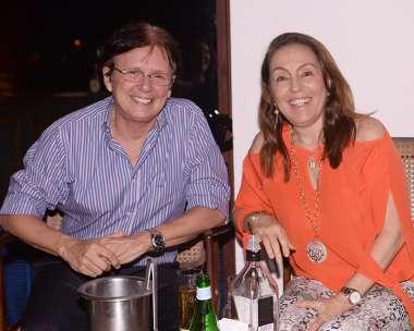Guto Amoedo e Marcia Amoedo janando no Soho dia 05/01/2018