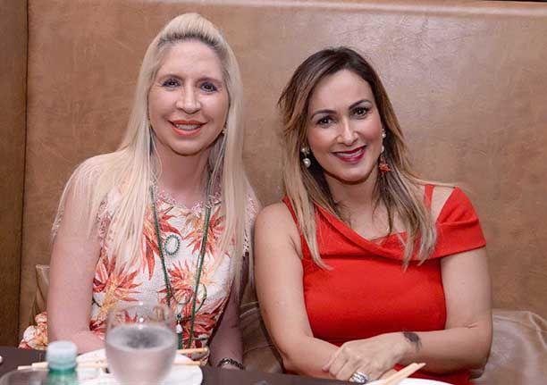 Cláudia Belfort e Lia jantando no Soho dia 27. Veja outras celebridades