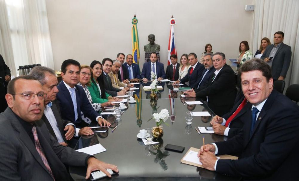 Nelson Leal recebe visita da diretoria da Bahia Mineração, e 28 deputados participaram.Ver mais...