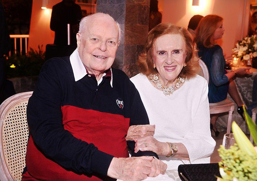Luiz Viana Neto fez banquete para comemorar seus 85 anos em sua mansão no Condomínio Pedra da Marca. Ver mais...