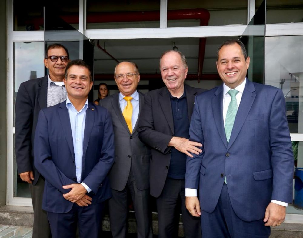 Nelson Leal prestigia posse do ex-deputado Roberto Britto como presidente da Empresa Gráfica da Bahia
