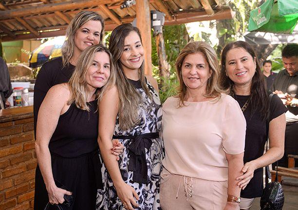 Leila Brito comemora aniversário no La Pulperia, oferecido por um grupão de amigas mais chegadas. Click