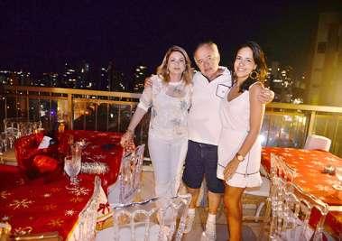 Prof José Nilton Pereira Carvalho entre a esposa Mary e a filha Clara Pereira
