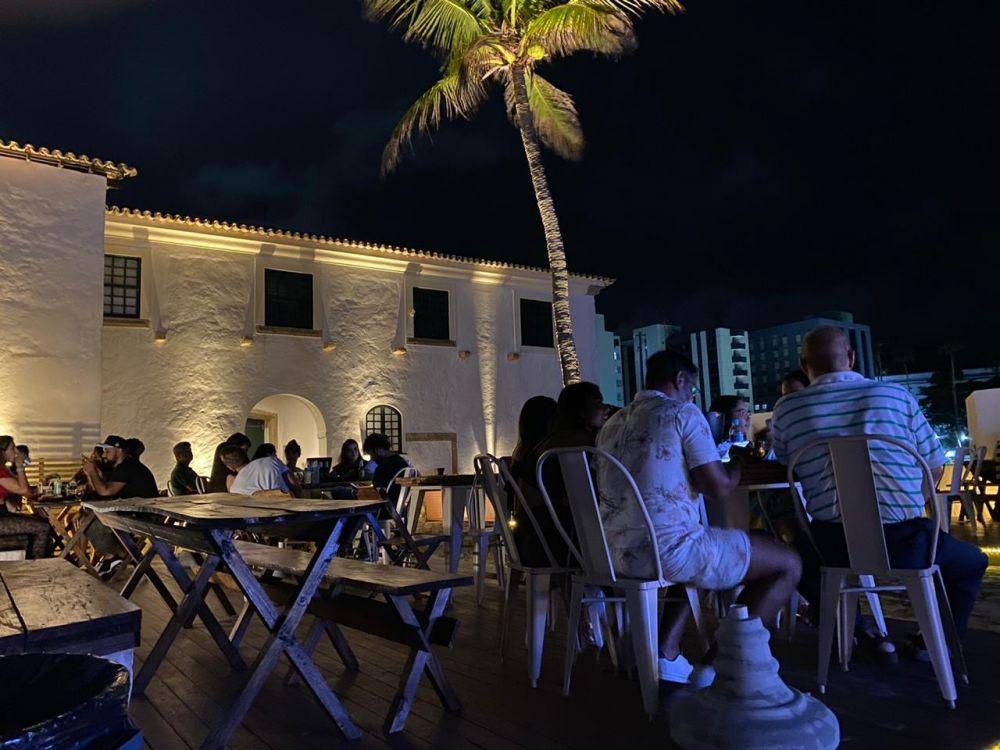 MOMENTOS MIRANTE APRESENTA:  Samba 40 Graus faz apresentação em formato acústico, no bar bistrô do Forte Santa Maria