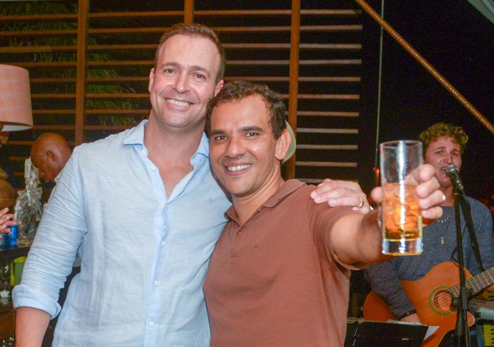 André  Telles comemorou aniversário dia 23/03 no restaurante Lafayette, na foto ele está com Luiz Queiroz. Ver mais...