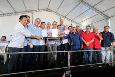 Rui Costa governador, assinou nesta sexta-veira(20), a ordem de serviço para construção da policlínica da região de Paulo Afonso.