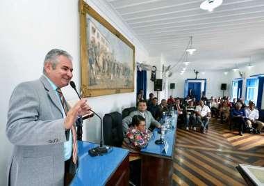 Coronel recebe Comenda Teixeira de Freitas, em Cachoeira, e volta a falar da extinção do Tribunal de Contas dos Municípios