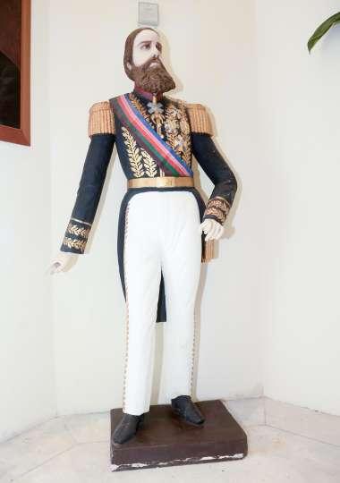 Monumento de D. Pedro II, nas escadarias do IGH