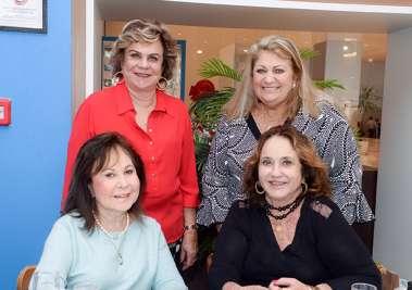 Cátia Quastler a de vermelho, Simone Bittencourth, Juca Lisboa e Marita Figueredo em fotos de Valterio