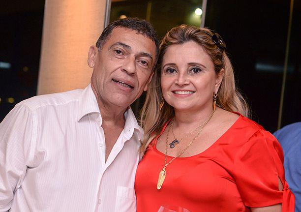 Washington Santana comemora aniversário no Yacht Clube da Bahia cercado de amigos. Veja...