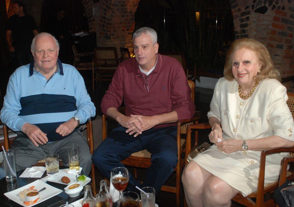 Celebridades jantando dia 04/10 no 496, Amado, Soho, Lafayette e Oui. Click pra vê outras fotos.