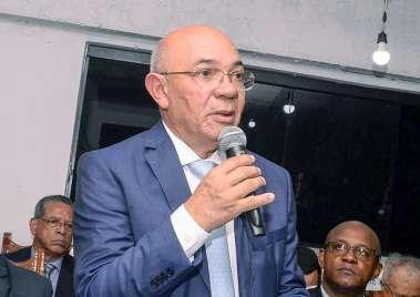 Pastor Valdomiro Pereira da Silva em sua falação de posse em fotos de Valterio Pacheco