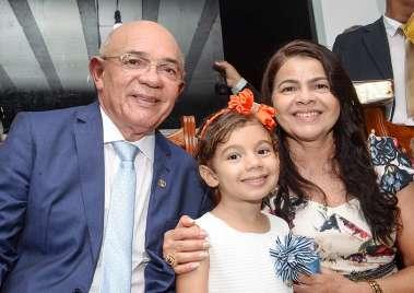 Pastor Valdomiro Pereira com a esposa Lourdes e sua neta Luiza em fotos de Valterio Pacheco