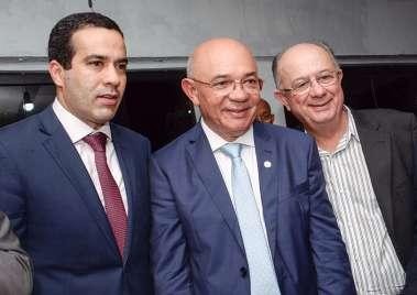 Pastor Valdomiro Pereira da Silva entre Bruno Reis e José Ronaldo em fotos de Valterio Pacheco