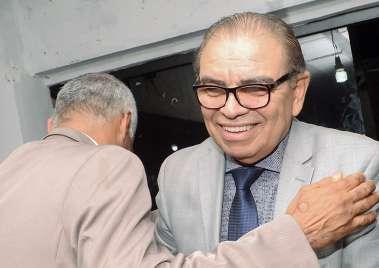 Pastor Isidório deputado Estadual cumprimentado o Pastor Israel Ferreira em fotos de Valterio Pacheco