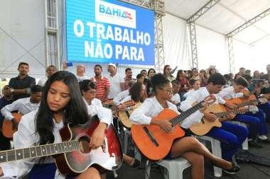 Orquestra de violões de Miguel Calmon alegrou o evento