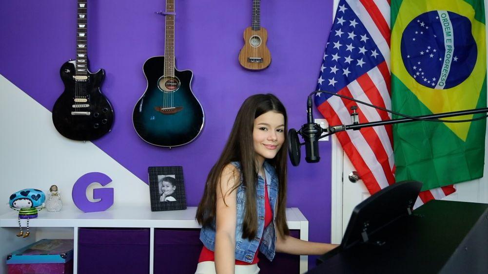 Dia 04 de Julho é o dia comemorativo da independência dos Estados Unidos. Este ano, a cantora e compositora Giulia Levita foi convidada pela Embaixada dos Estados Unidos no Brasil para participar do evento de comemoração
