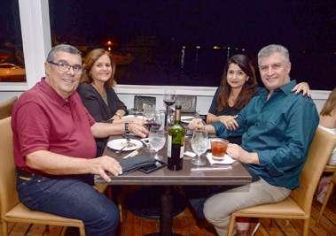Luiz Machado, Lívia Chamusca, Chistiane e Mário Bruni no Soho em fotos de Valteiro