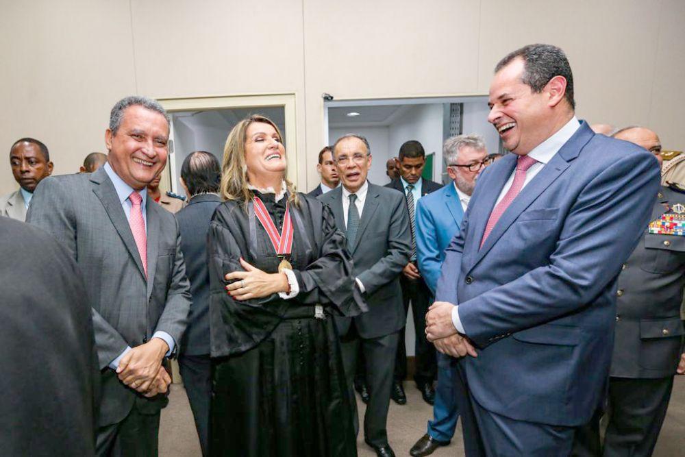 """Nelson Leal vai à posse da procuradora-geral do Ministério Público, Norma Cavalcanti, e defende """"poder às mulheres"""""""