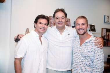 Guto Faria entre Êmerson Carvalho e  Gustavo Moreno