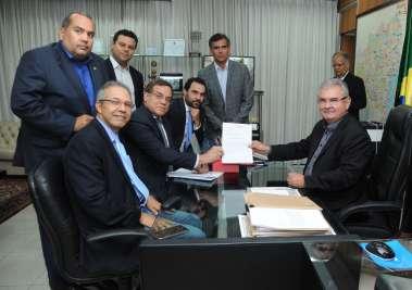 Coronel assegura isenção de magistrado ao receber pedido de CPI da Fonte Nova
