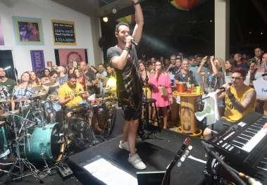 Alexandre Peixe em um dos seus shows Axezin Sume na Bahia Mariana em fotos de Valterio