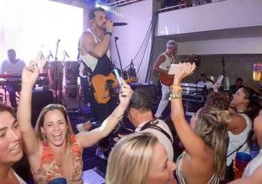 Alexandre Peixe na feijoada de Yemanjá no Yacht Clube da Bahia em fotos de Valterio Pacheco