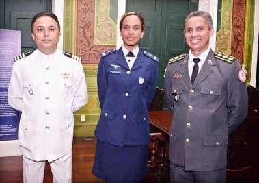 Tenente Coronel Jadilson, Capitão Alina e o Capitão de Mar e Guerra Danilo em fotos de Valterio
