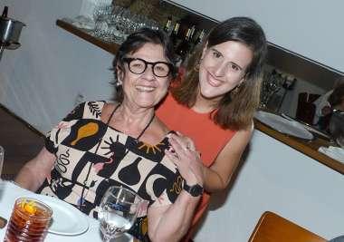 Vanda Engel a aniversariante com a filha Júlia Engel