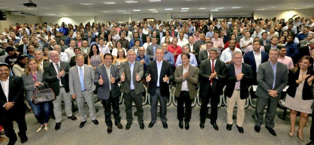 Rui Costa assinando hoje 107 convênios para levar mais infraestrutura a 106 municípios