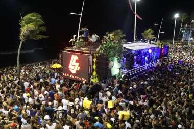 Camarote SKOL recebe edição do Baile da Santinha