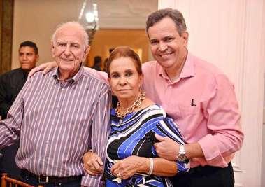 Maria Helena com o esposo Felix Mendonça e o filho Felix Mendonça Júnior em fotos de Valterio