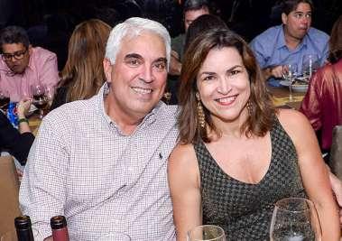 Lika e Firmo Borga jantando no Lafayette em fotos de Valteiro