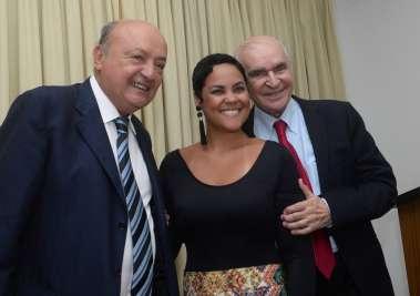 Tina Tude entre Joaci Góes e Elsimar Coutinho em fotos de Valterio