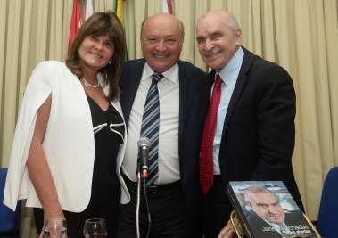 Tereza Coutinho, Joaci Góes e Elsimar Coutinho em fotos de Valterio