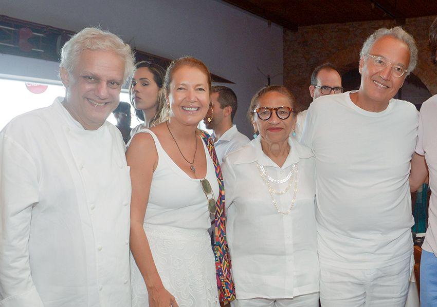 Lícia Fábio e Edinho Engel realizaram feijoada de Yemanjá no restaurante Amado. Ver as fotos...