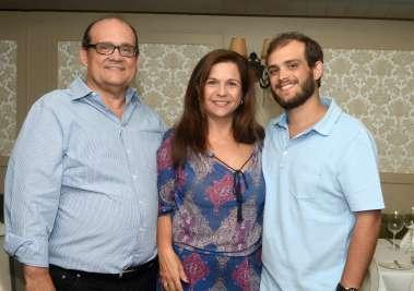 Veronica e Ademar Lemos com Adhemar Lemos Filho em fotos de Valterio