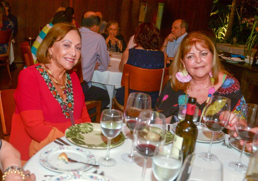 Veja celebridades jantando sábado dia 23/03 nos restaurantes Amado e Soho. Clique pra ver as fotos...