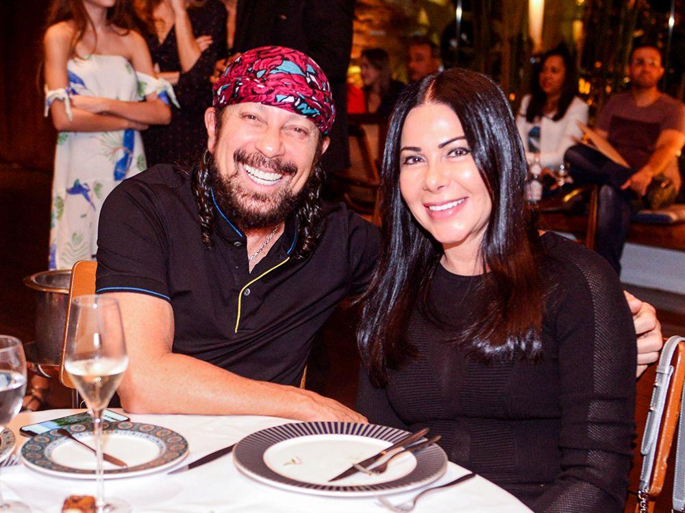 Veja celebridades jantando dia 19 de maio no Amado, Soho e Das. Click pra ver mais...