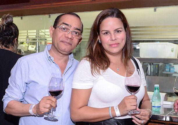 Enólogos, enófilos e produtores de vinho se reuniram no Lafayett para mostra em exposição a qualidade dos seus vinhos.Veja as fotos...