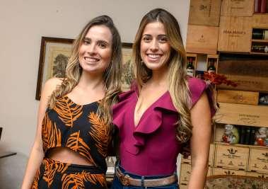 A aniversariante Camila Stort com Luma Pitanga no Bistrô Trapiche Adega em fotos de Valterio